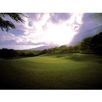 No. 9 at The Dunes at Maui Lani Golf Course is a par 5 that plays to an elevated green with expansive mountain views.