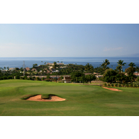 The par-4 ninth hole at Ka'anapali Kai plays downhill toward the ocean.